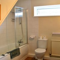 Coed Cottages Marchod Apartment Bathroom